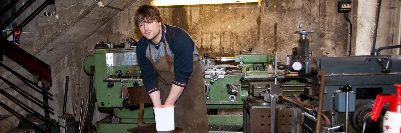 Foto: Felix Scharon während der Handabformung