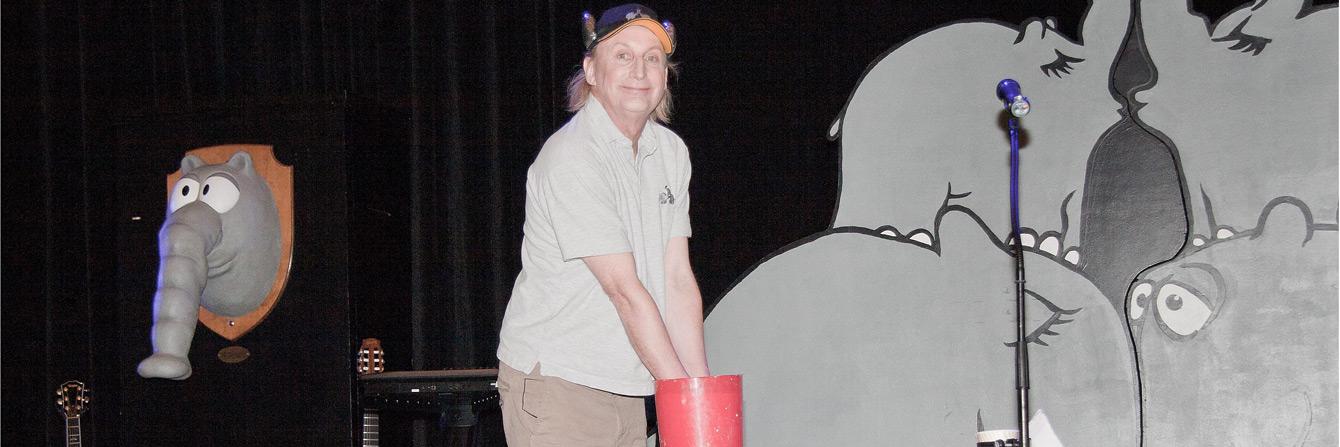 Foto: Otto lässt seine Hände abformen